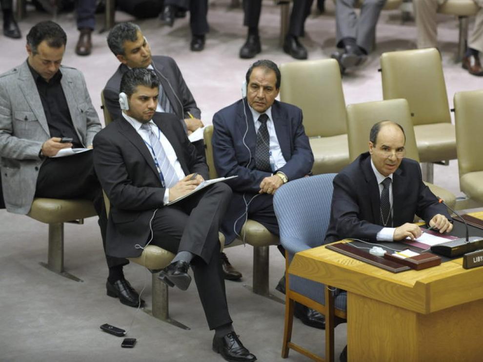 Ibrahim Dabbashi, vice embajador de Libia en las Naciones Unidas, habla durante el Consejo de Seguridad de la ONU.