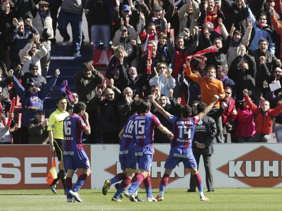 El Huesca golea a un Rayo acuciado por los problemas económicos