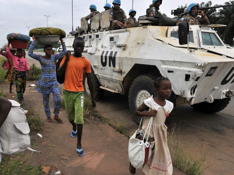 Vehículo blindado de la ONU en Costa de Marfil