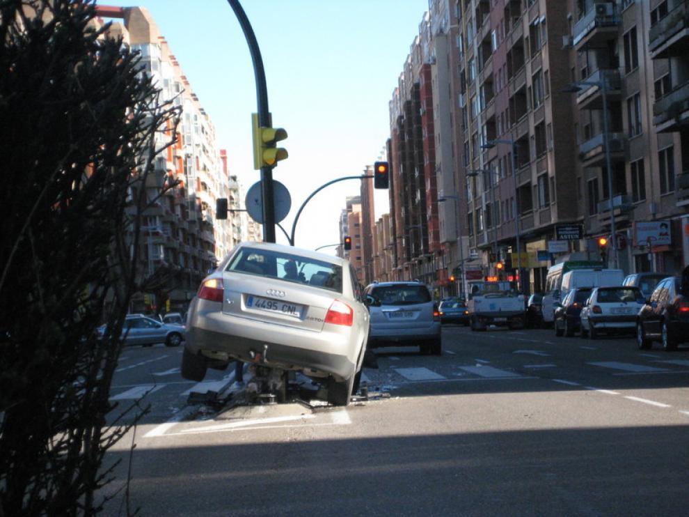 Vehículo implicado en el accidente de Avenida Tenor Fleta.