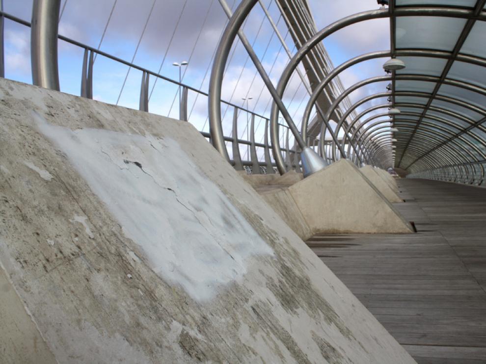 El puente del Tercer Milenio, limpio