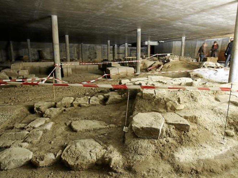 Estado actual de las ruinas, que ayer visitaron la consejera Broto y el alcalde.