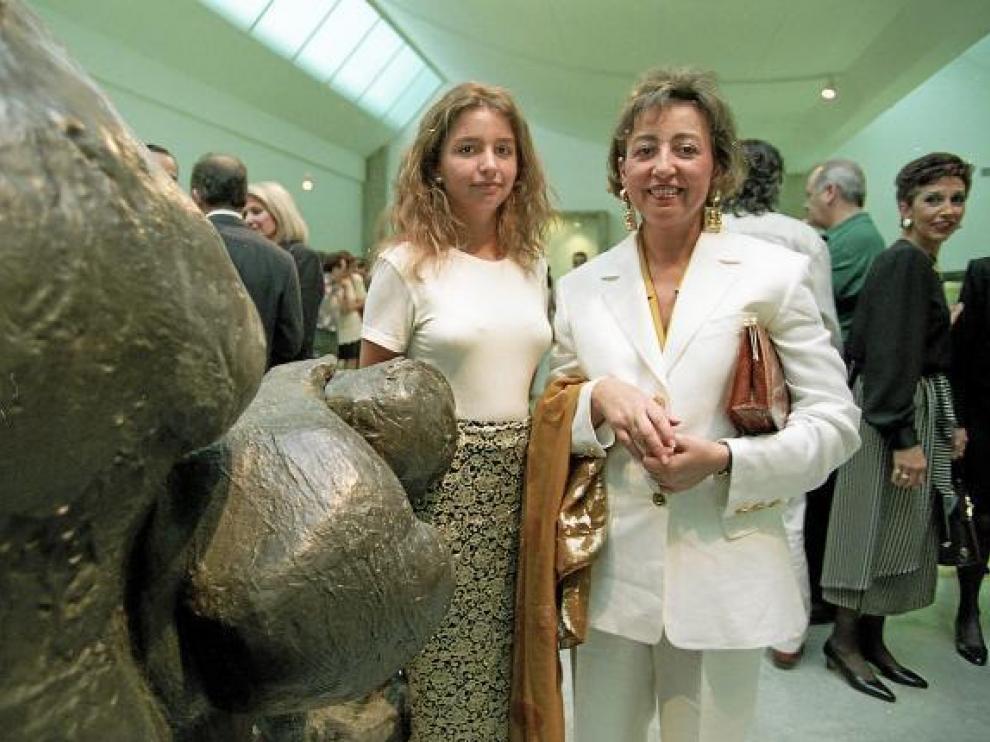 Valeria Serrano y Susana Spadoni, en la primera inauguración del Museo Serrano, en 1994.