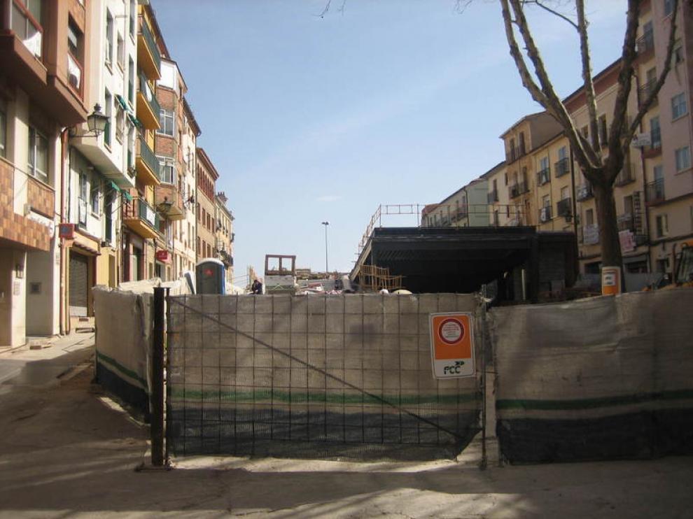 La plaza Domingo Gascón acumula un año de retraso