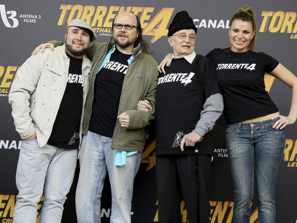 Santiago Segura junto Kiko Rivera, Tony LeBlanc y María Lapiedra, actores de 'Torrente 4'