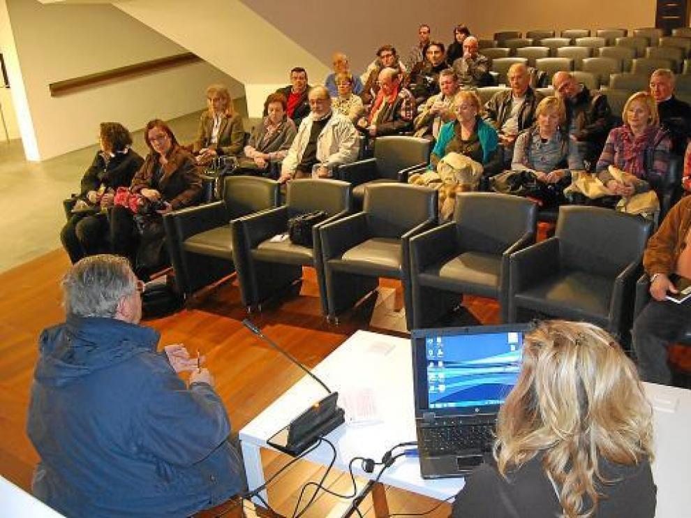 Un momento de la asamblea fundacional celebrada ayer en el Museo Diocesano de Barbastro-Monzón.