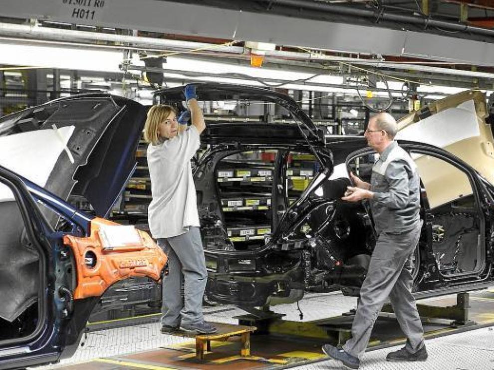 Imagen de diciembre de 2010 de la fabricación del Meriva en la planta de GM en Figueruelas.