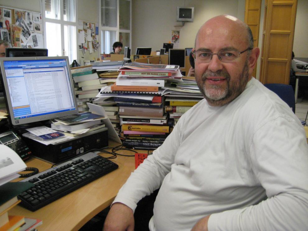 Antón Castro en la redacción de HERALDO