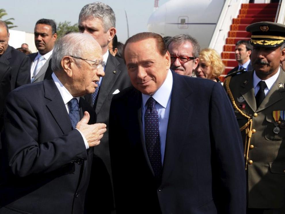El primer ministro italiano, Silvio Berlusconi, de visita en Túnez
