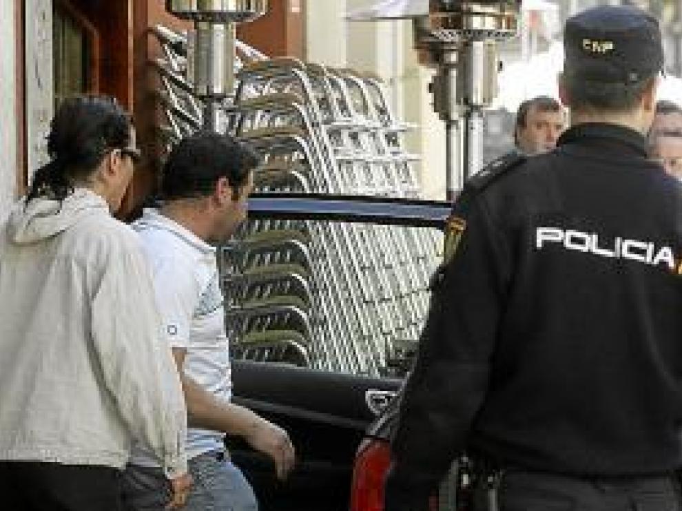 La Policía trasladó al padre para interrogarle.