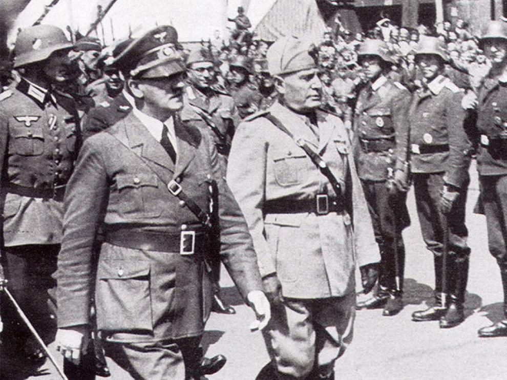 Hitler y Mussolini en un desfile de la Segunda Guerra Mundial.