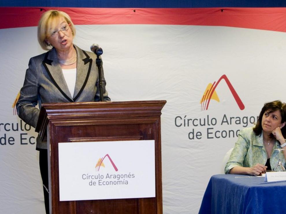 Eva Almunia, esta mañana, en la conferencia 'Un proyecto de Gobierno para Aragón'