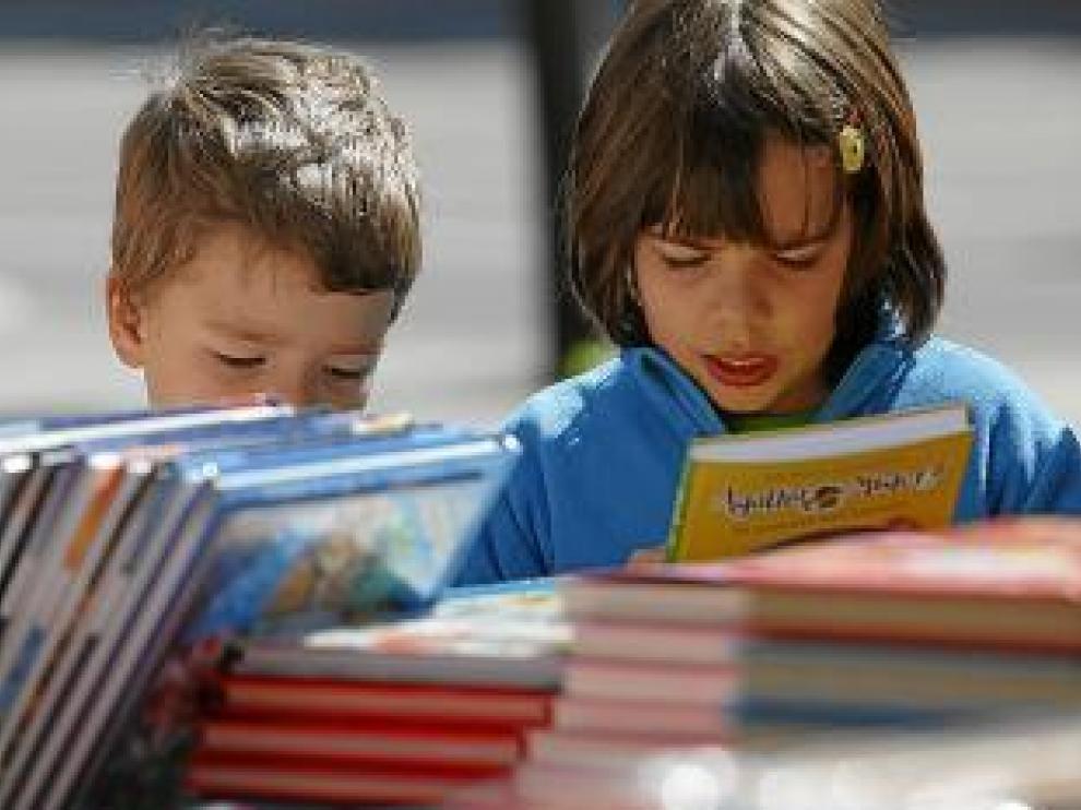 Un par de pequeños lectores.