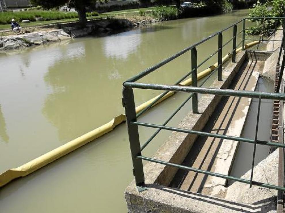 Compuerta por la que el agua del Canal Imperial entra en la potabilizadora de Casablanca.