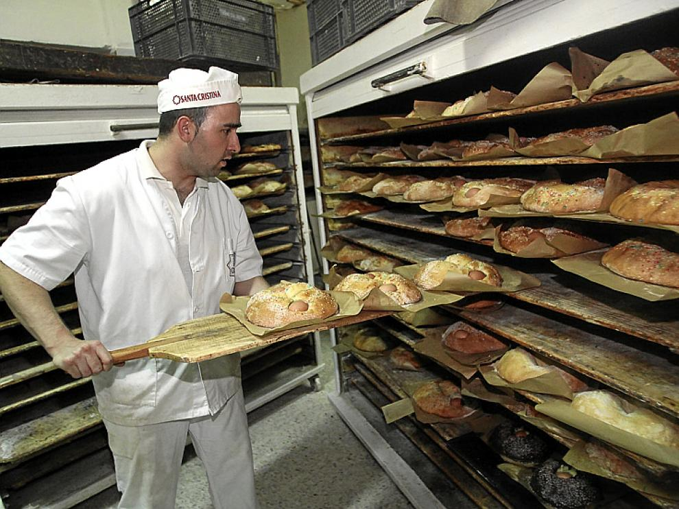 Preparación de roscas en el Horno Santa Cristina.
