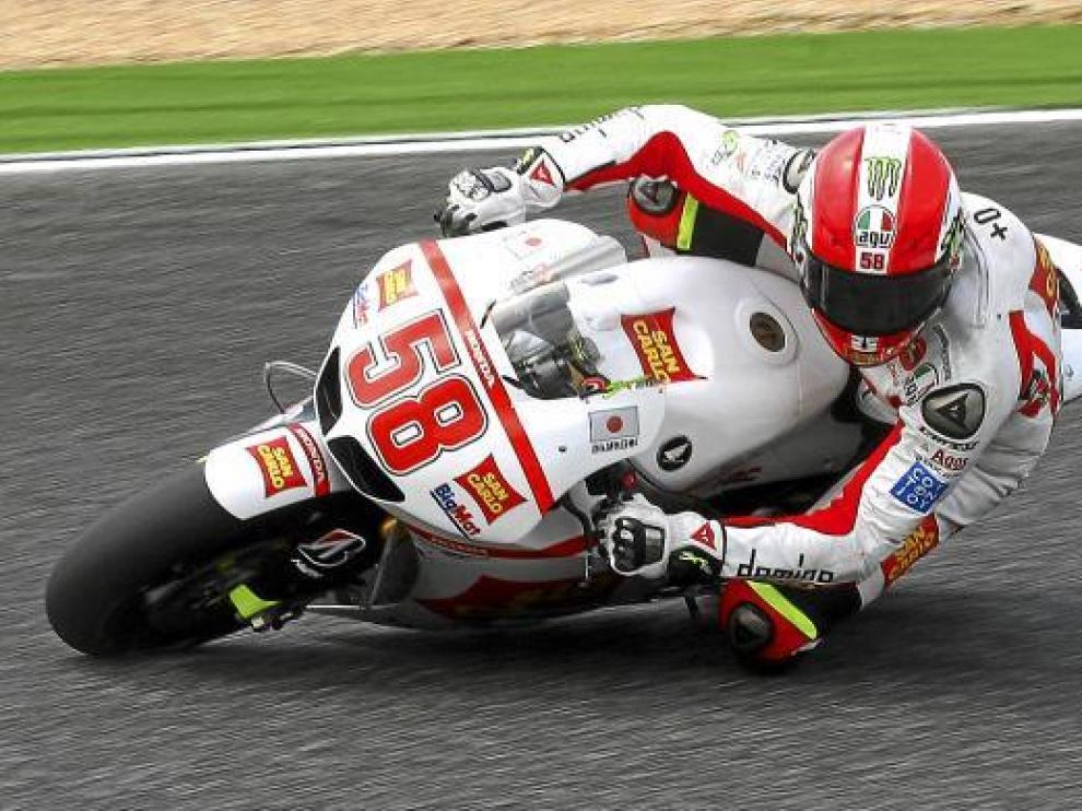 Marco Simoncelli, durante los entrenamientos libres de ayer en Estoril.