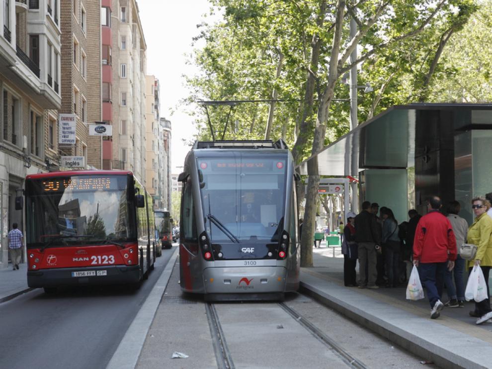 La medida planteada por el PSOE afectaría tanto al autobús urbano como al tranvía.