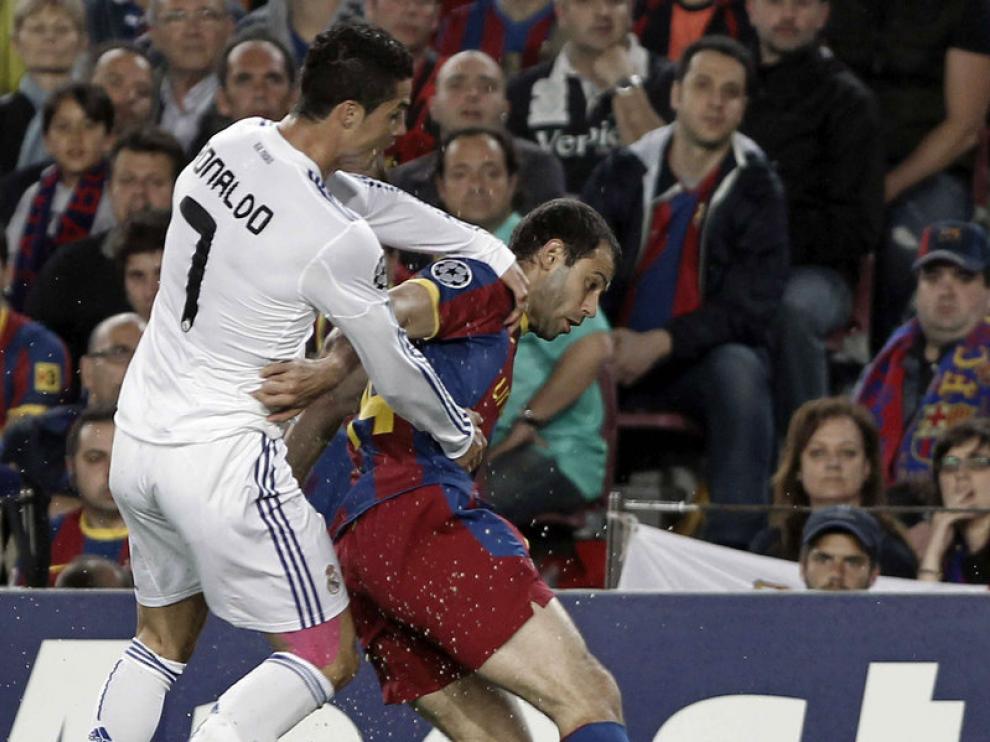 Cristiano Ronaldo y Mascherano, en una imagen de archivo