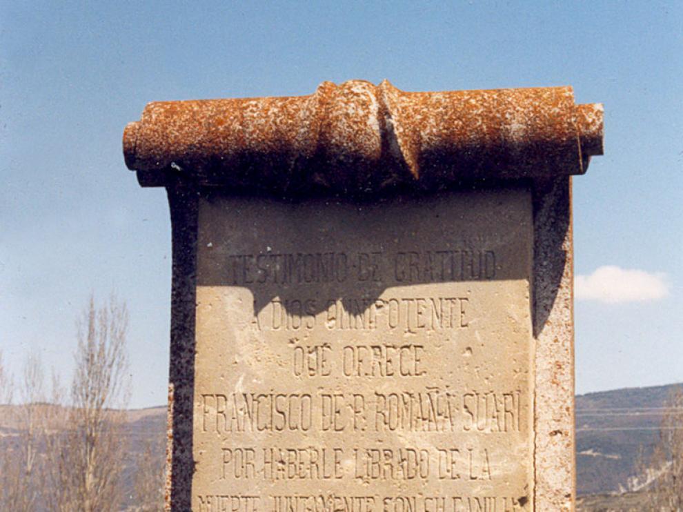 La fotografía del monolito tomada en el año 1993