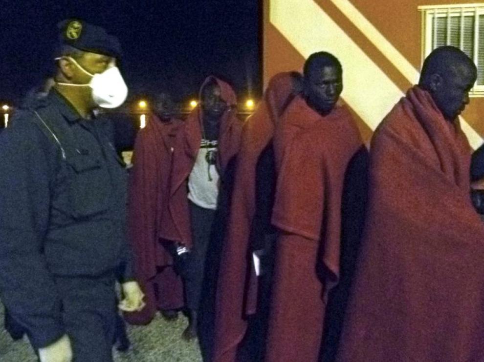 Llegada el jueves por la noche al puerto de Motril de algunos de los inmigrantes rescatados
