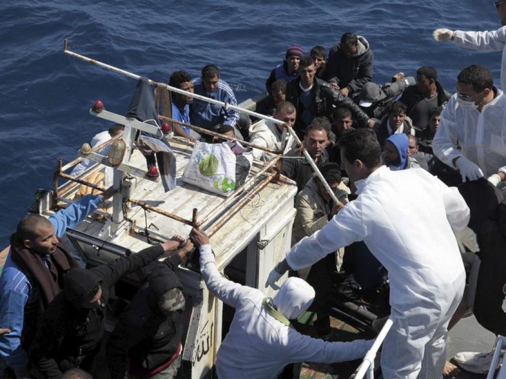 Imagen de la llegada de un embarcación a Lampedusa