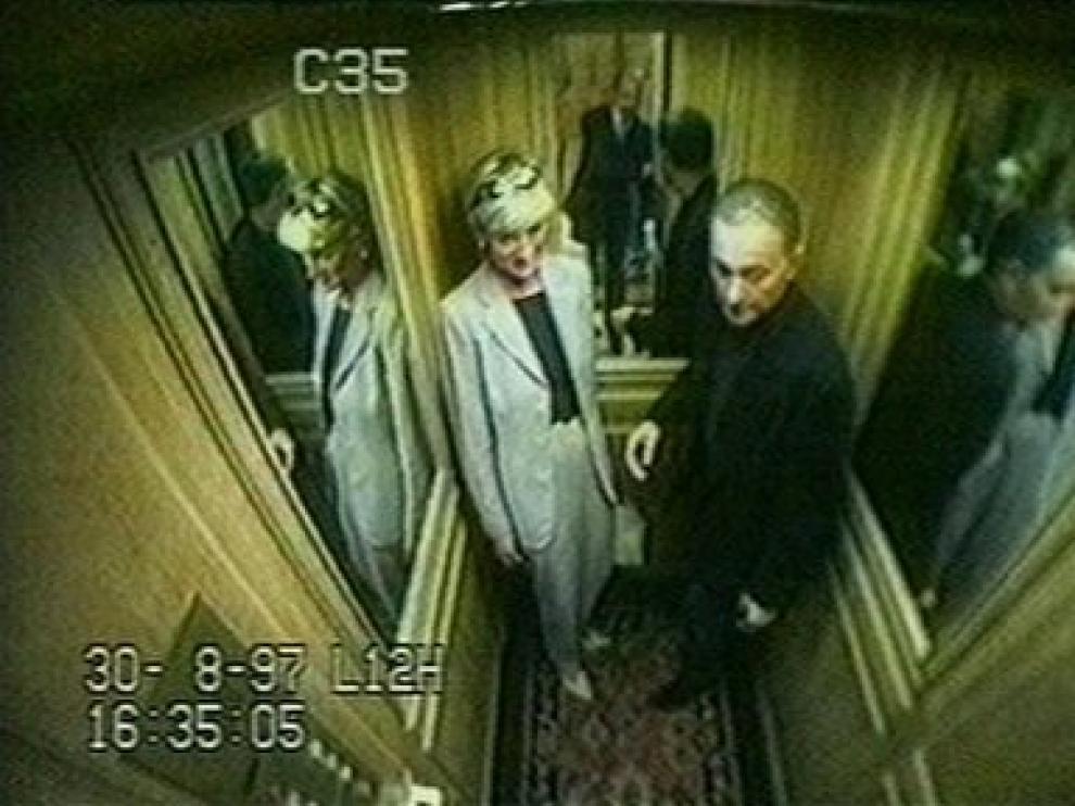 Imagen de Lady Di y Dodi Al Fayed, minutos antes de que fallecieran en un accidente de coche