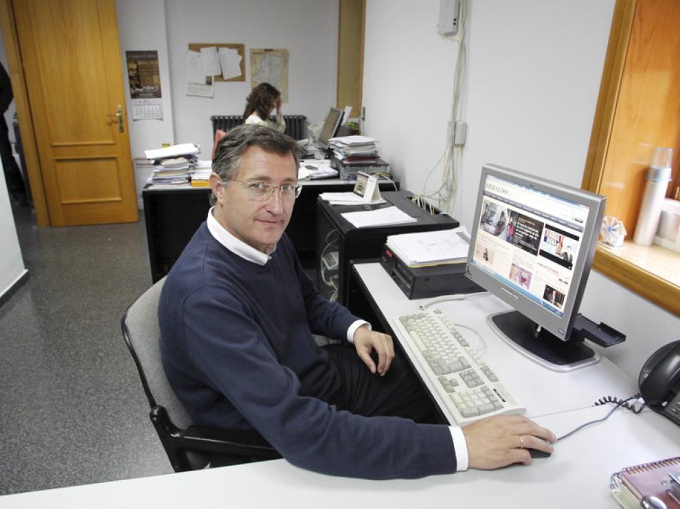 El alcalde de Teruel, Manuel Blasco, en la redacción de HERALDO en Teruel