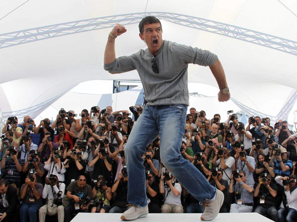 Antonio Banderas posando para los fotógrafos en Cannes