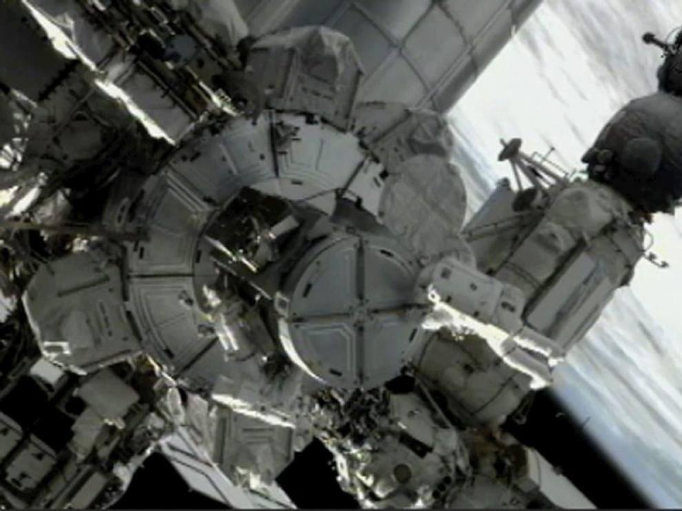 Primer paseo espacial de los astronautas mientras trabajan en el exterior de la Estación Internacional.