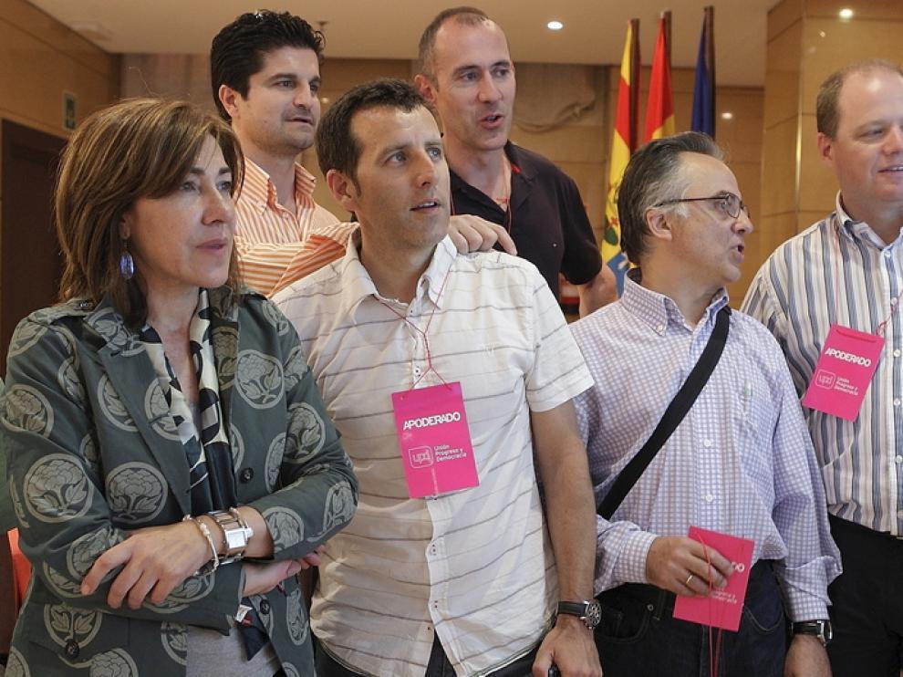 Cristina Andreu junto a los miembros de su partido.
