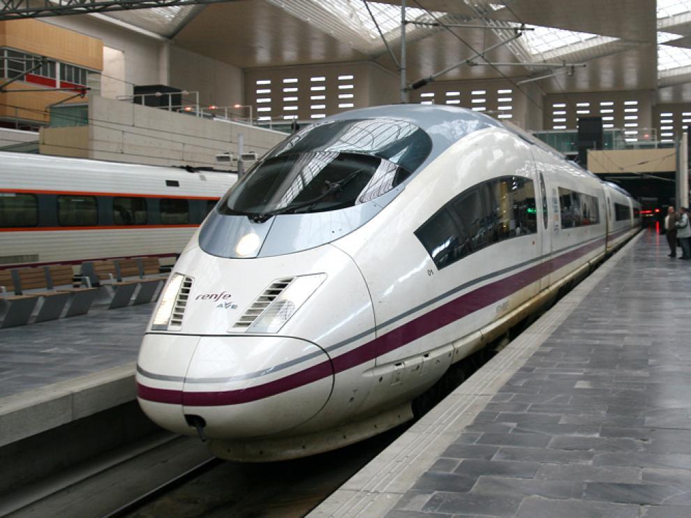 Imagen de archivo de un AVE en la Estación de Delicias de Zaragoza