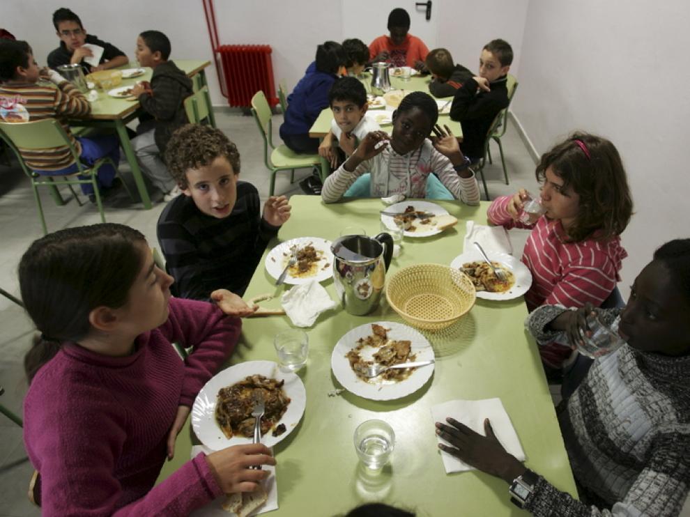 Comedor escolar en el colegio San Vicente de Huesca.