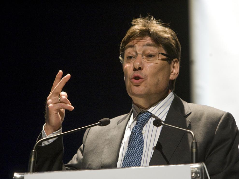 El consejero de Industria, Comercio y Turismo del Gobierno de Aragón, Arturo Aliaga, durante la entrega de premios