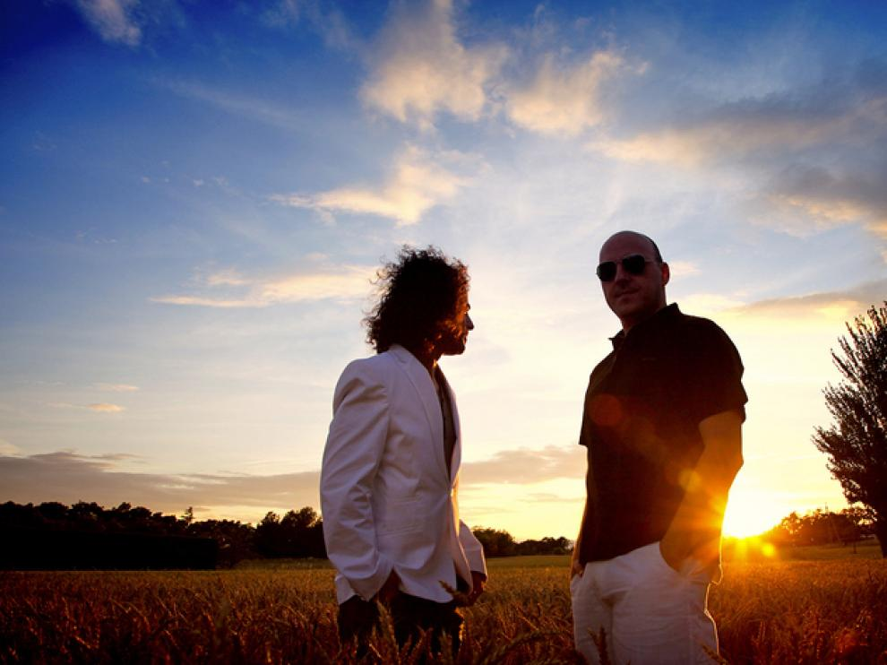 De izquierda a derecha, Pedro Andreu, DJ Positive (Luis Sancho Híjar) y el sol, escondiéndose lo justo.