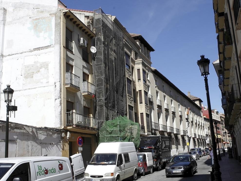 Andamio en el número 64 de la calle de Predicadores de Zaragoza