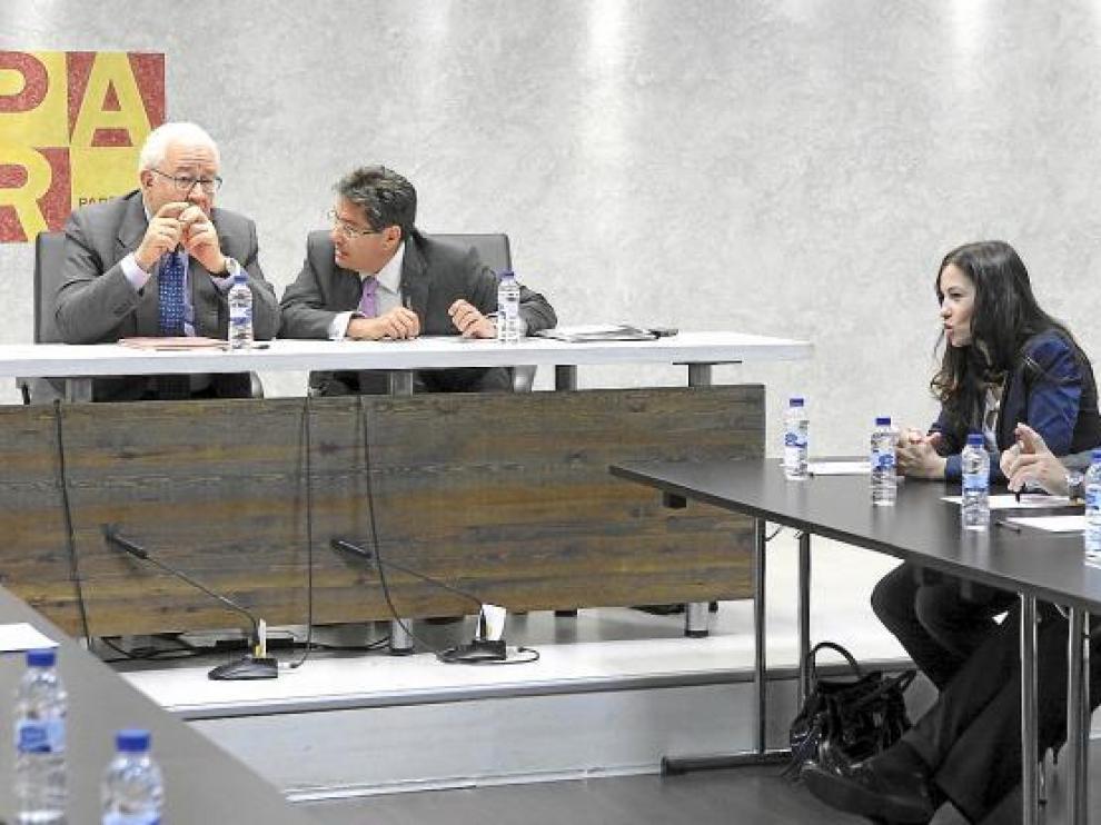 Xavier de Pedro, a la derecha junto a María Herrero, en una Ejecutiva del PAR tras las elecciones de mayo.