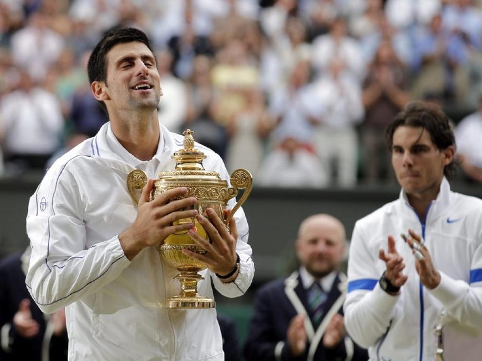 Djokovic levanta la copa que le acredita como campeón