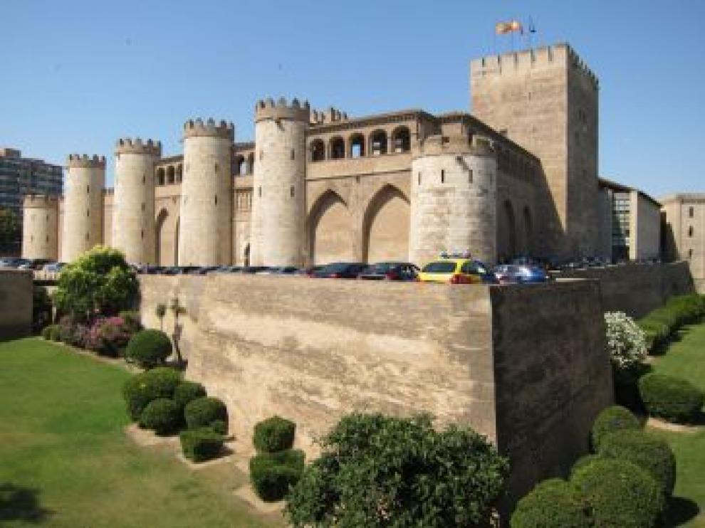 """La primera parada es el palacio de la Aljafería, donde vivió y reinó Al-Mutamán, conocido como el """"más importante geómetra de Al-Andalus y, posiblemente, del Occidente europeo en el periodo medieval"""""""