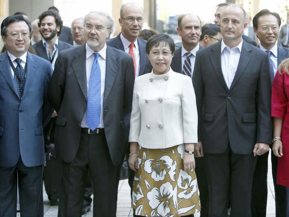 Solbes, Sebastián y Jiménez, junto a dos representantes del gobierno chino