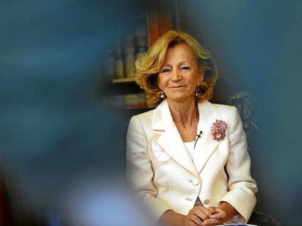 Elena Salgado, ministra de Economía, ayer durante una entrevista en Madrid.