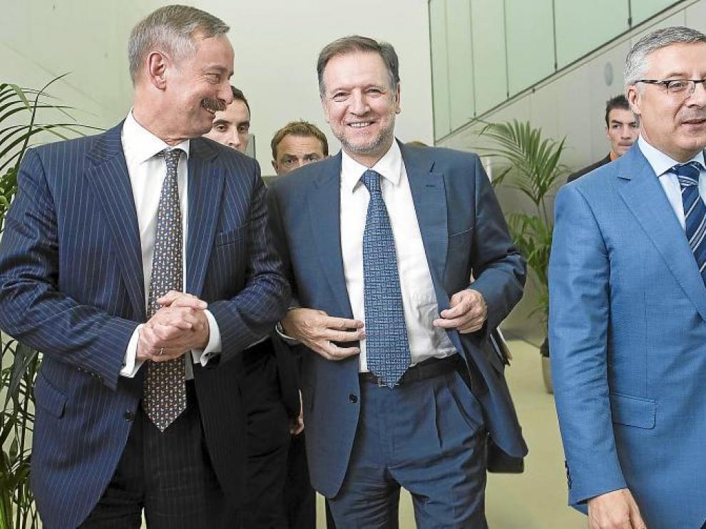 El comisario de Transporte de la UE junto a Marcelino Iglesias y José Blanco en Zaragoza, hace un año