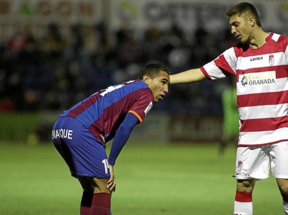 Gilvan, durante el partido de la pasada temporada en El Alcoraz frente al Granada.