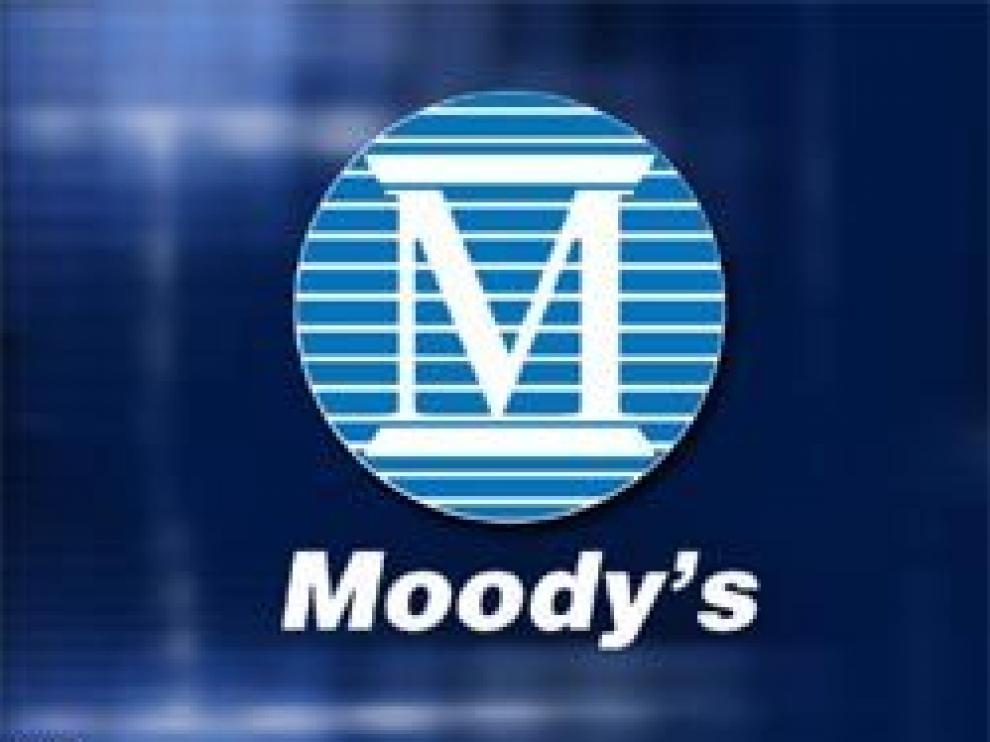 La agencia Moody's estudia reducir la calificación de la deuda española