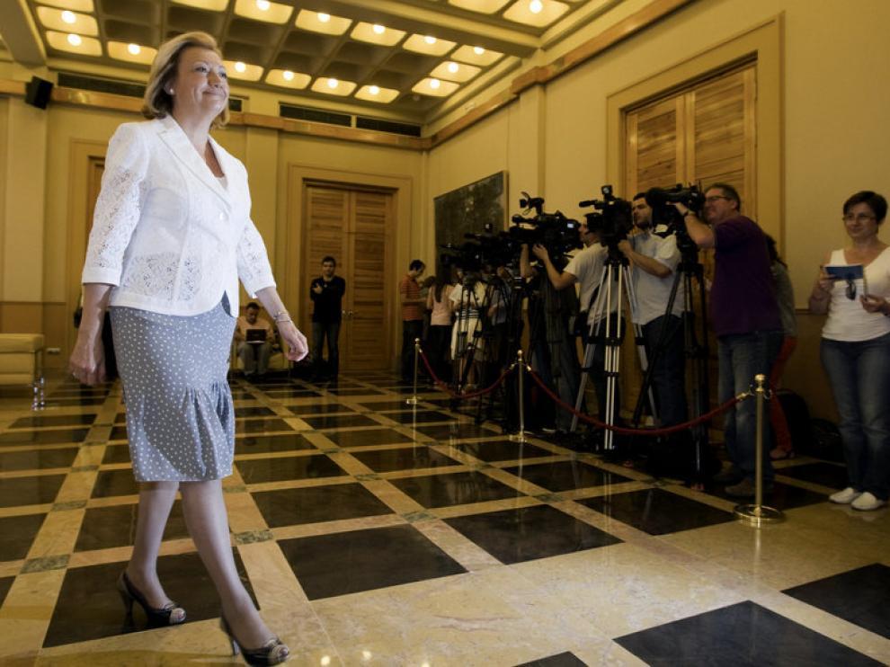 La presidenta de Aragón, Luisa Fernanda Rudi, abandona la Sala de Columnas del Gobierno de Aragón