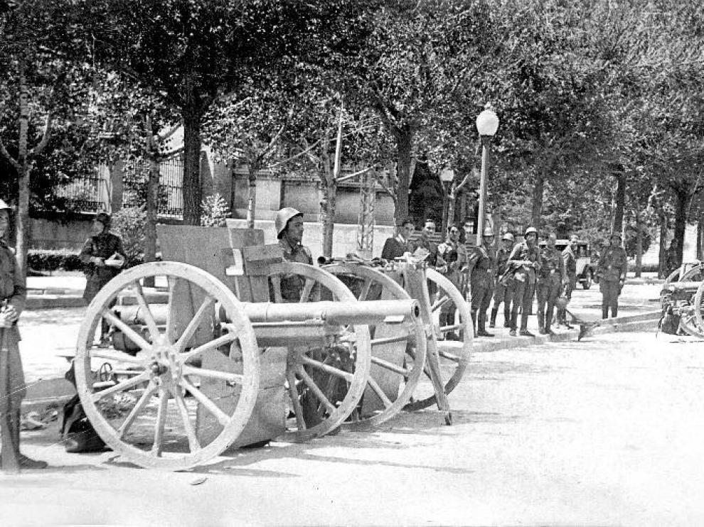 Los cañones salieron a la calle en las primeras horas del 18 de julio.