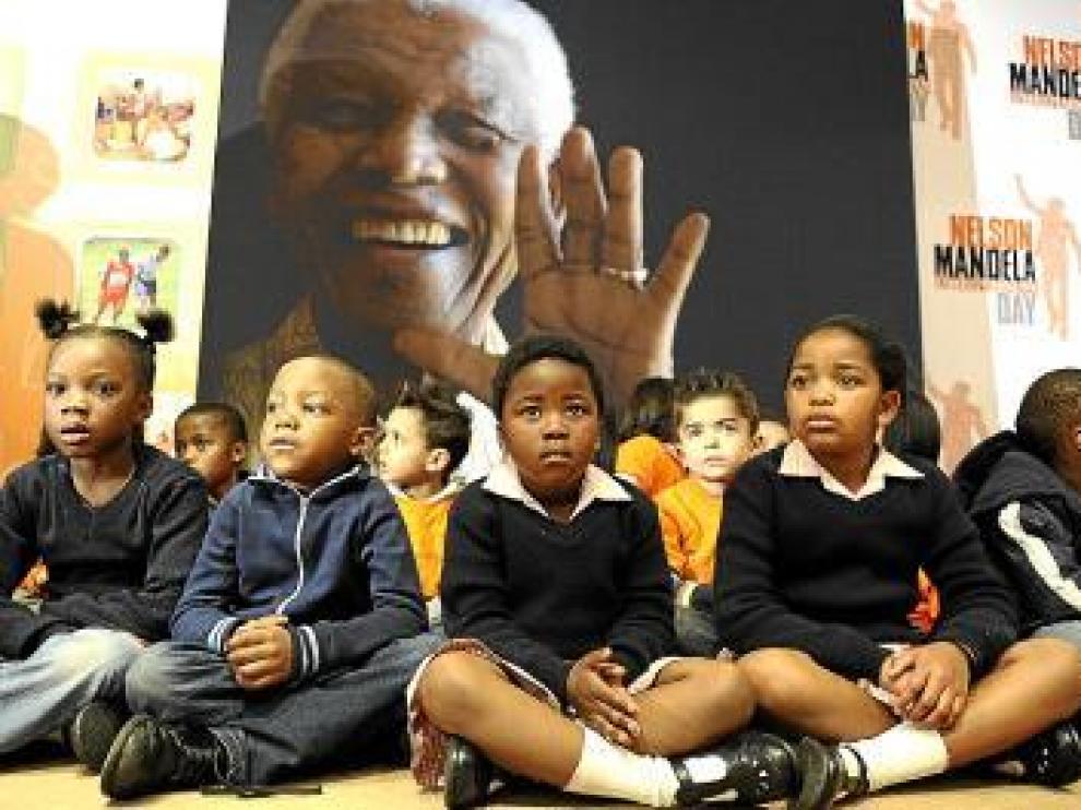 Un grupo de escolares, ayer en la Fundación Nelson Mandela.