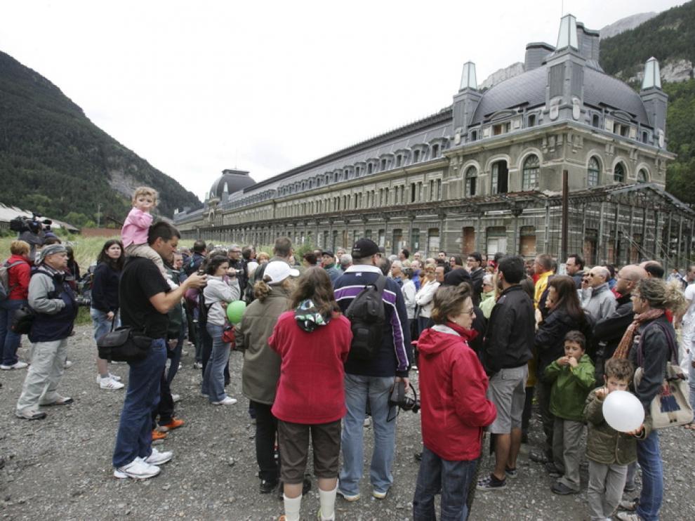 Momento de la última manifestación en la estación de Canfranc