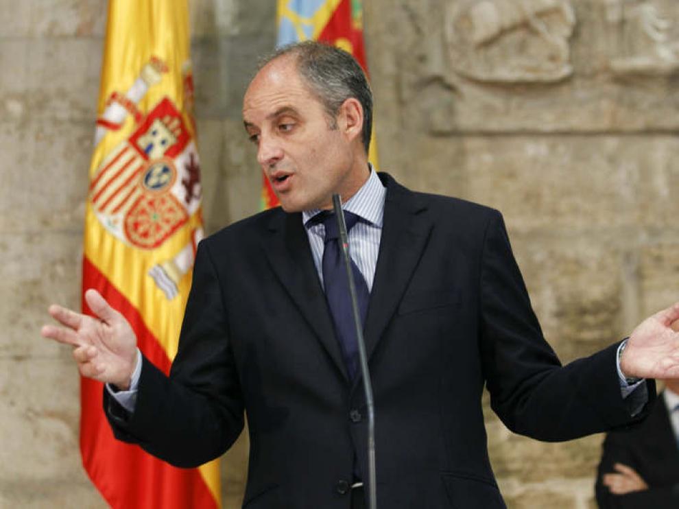 Camps dimitió como presidente de la Generalitat de Valencia