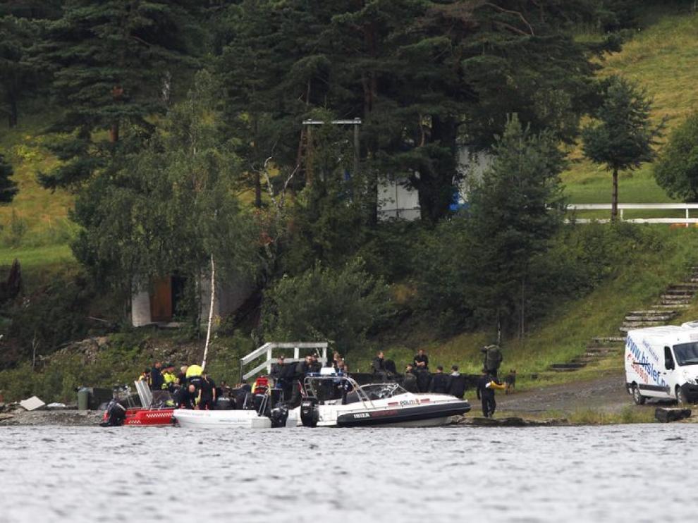 Operativo de rescate que busca nuevas víctimas en las orillas de la isla de Utoya