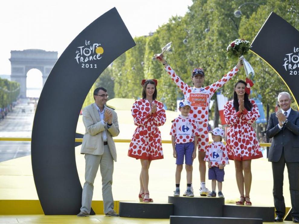 Samuel Sánchez, en el podio de París tras llevarse el maillot de puntos rojos.